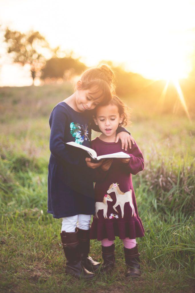Gegenseitige Unterstützung von Geschwistern für eine kooperative Gesellschaft